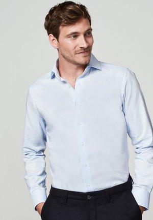 SLIM FIT - Zakelijk overhemd - licht blauw