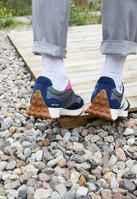 New Balance - MS327 UNISEX - Zapatillas - grey/blue - 2