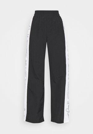 SJXMG STRAIGHT LEG TROUSER - Tracksuit bottoms - black
