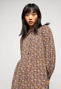 Pieces Petite - PCANJA MIDI DRESS - Shirt dress - black/brown/purple - 3