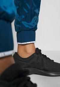 Nike Performance - AIR PANT - Teplákové kalhoty - valerian blue - 4