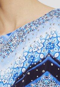 Wallis Tall - CHEVRON HOTFIX PINNY - Vapaa-ajan mekko - blue - 5