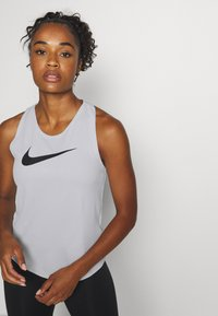 Nike Performance - RUN TANK - Funktionsshirt - grey fog/black - 4