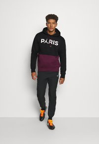 Nike Performance - PARIS ST GERMAIN FLC HOODIE - Klubbkläder - black/bordeaux/metallic gold/white - 1