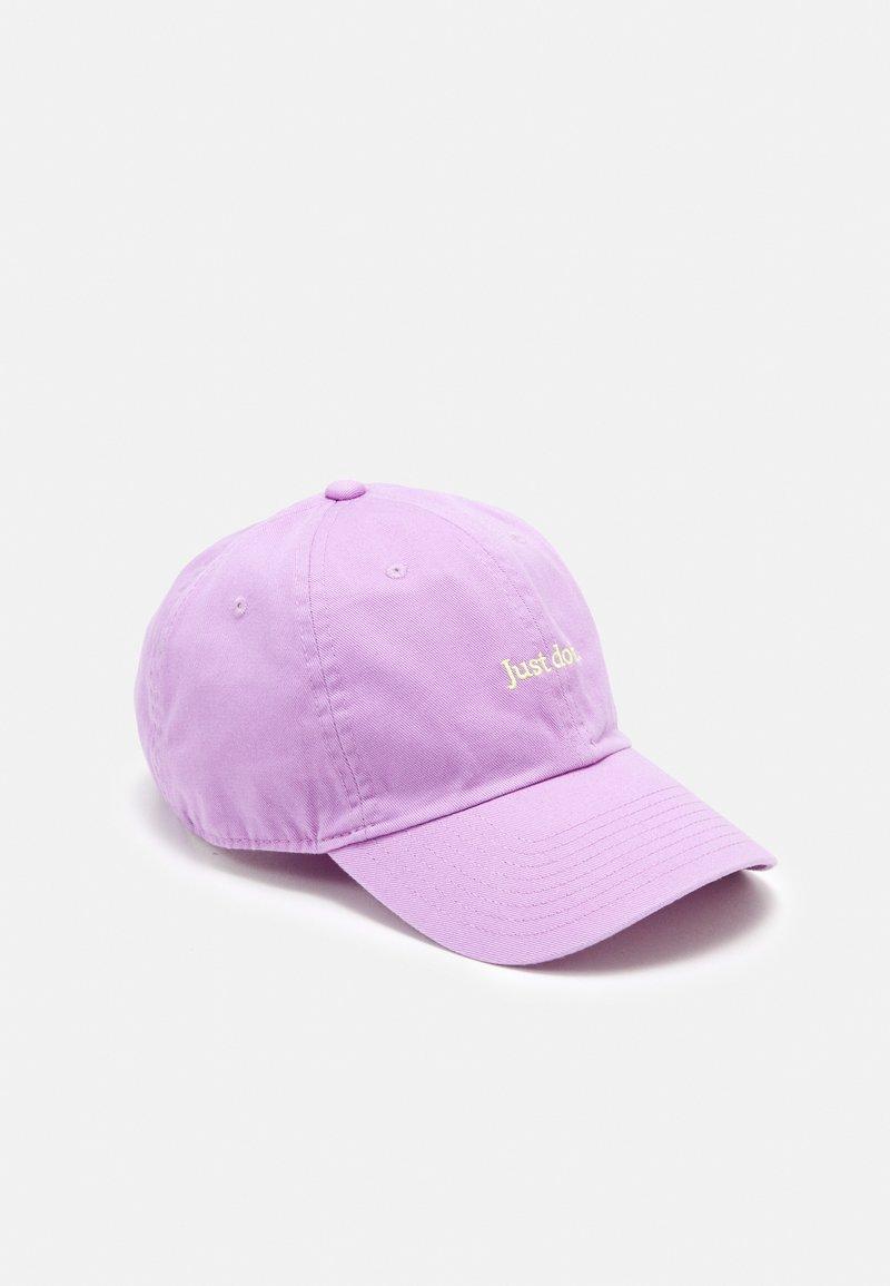 Nike Sportswear - UNISEX - Kapa - violet star/light lemon twist