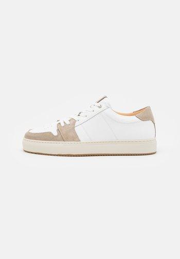 COURT - Sneakers laag - blanco/grey