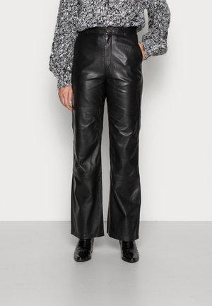 FLYNN PANTS - Leren broek - black
