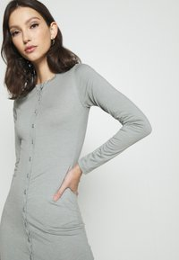 Missguided - BUTTON THROUGH MIDI DRESS - Jerseykjole - grey - 3