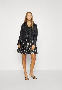 Vero Moda - VMSIMPLY EASY 3/4 WVN G - Denní šaty - black/sandy black - 1