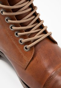 Sneaky Steve - DOVERLAKE - Lace-up ankle boots - cognac - 5