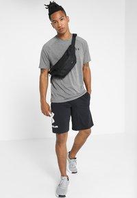 Under Armour - HEATGEAR TECH  - Camiseta estampada - charcoal light heather/black - 1