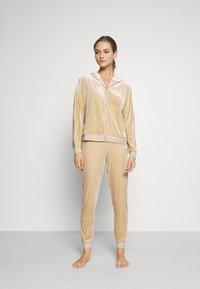 ONLY - ONLBECCA LOUNGEWEAR - Pyjama set - macadamia - 0