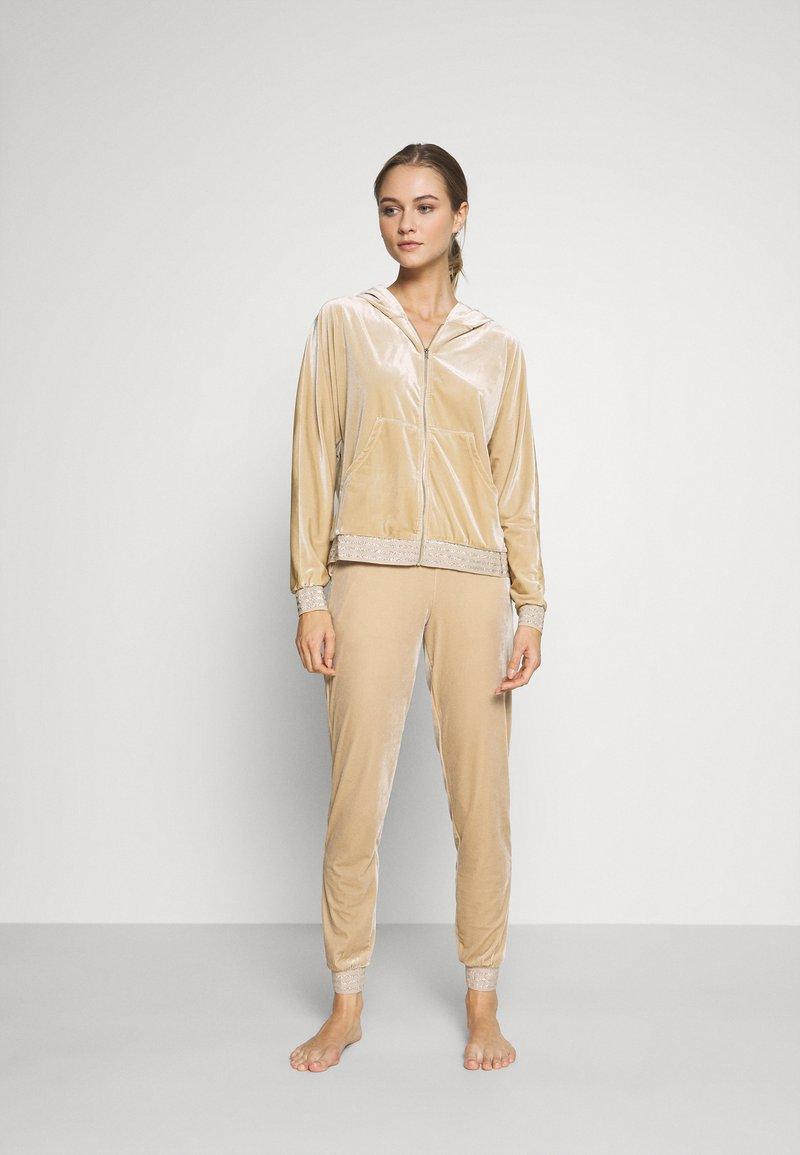 ONLY - ONLBECCA LOUNGEWEAR - Pyjama set - macadamia