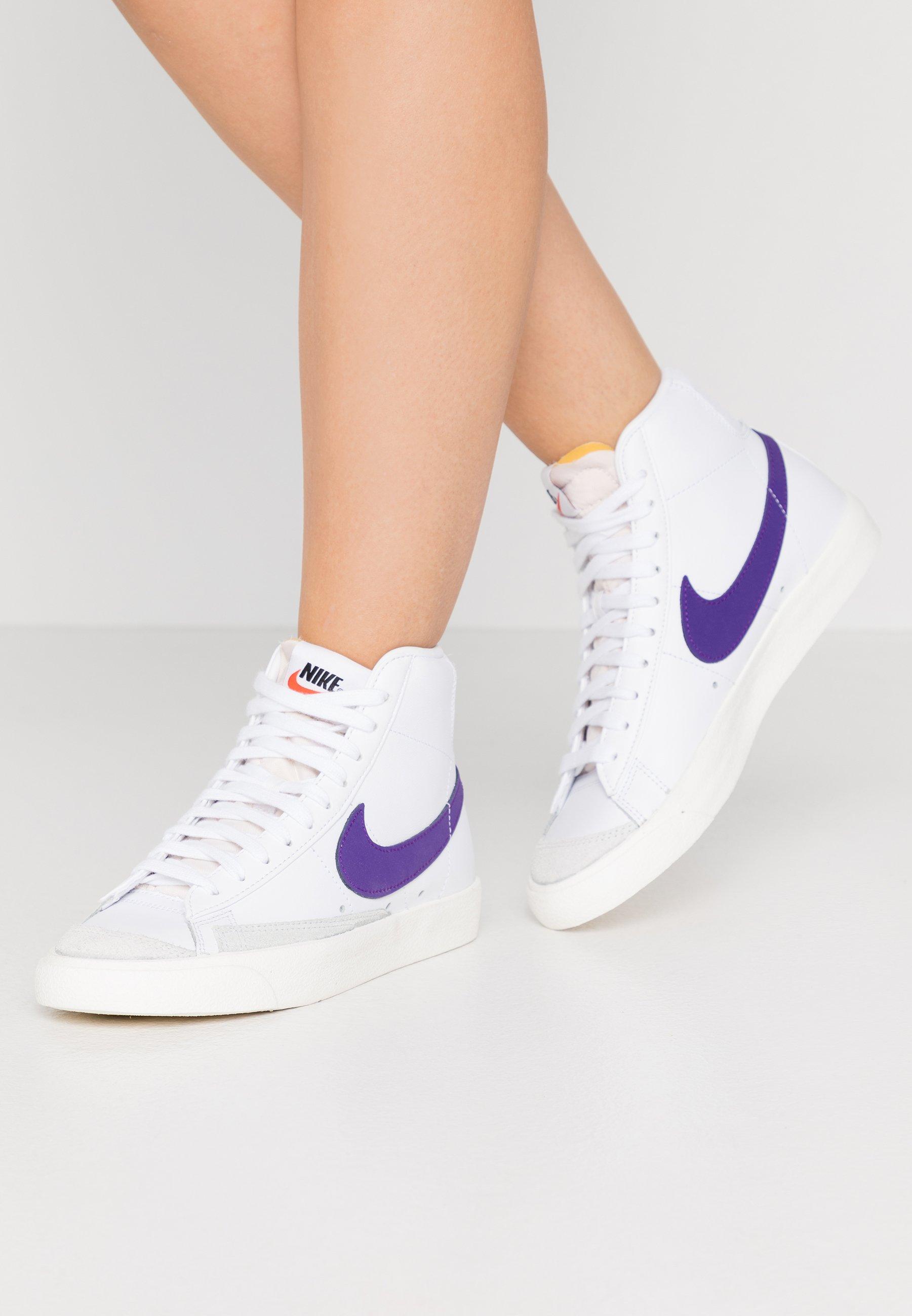 Nike Sportswear BLAZER MID '77 - Baskets montantes - white/voltage ...