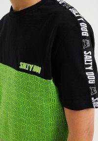 WE Fashion - T-shirt print - green, black - 2
