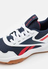 Reebok - XT SPRINTER 2.0 UNISEX - Scarpe running neutre - footwear white/vector navy/vector red - 5