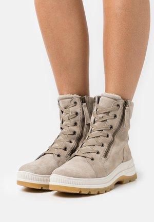 Winter boots - kiesel