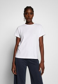 Marc O'Polo - SHORT SLEEVE ROUND NECK LOGO AT BACK NECK - T-shirt basic - dove white - 0