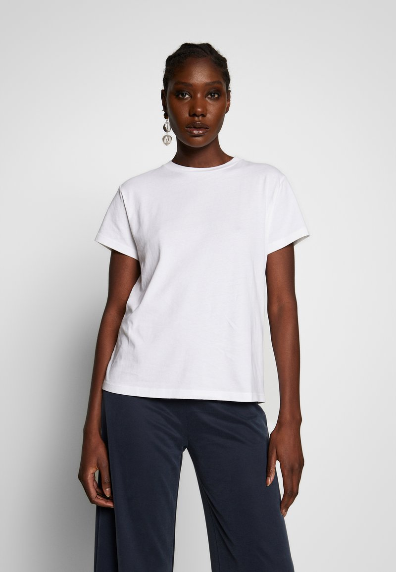 Marc O'Polo - SHORT SLEEVE ROUND NECK LOGO AT BACK NECK - T-shirt basic - dove white