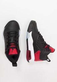 Jordan - MAXIN 200 - Basketbalschoenen - black/gym red/white - 0