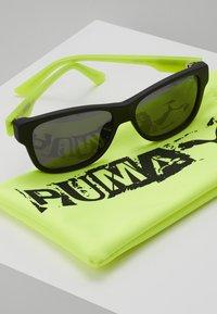 Puma - SUNGLASS KID  - Sunglasses - black/green/grey - 1