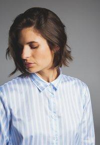 Eterna - Button-down blouse - hellblau/weiß - 2