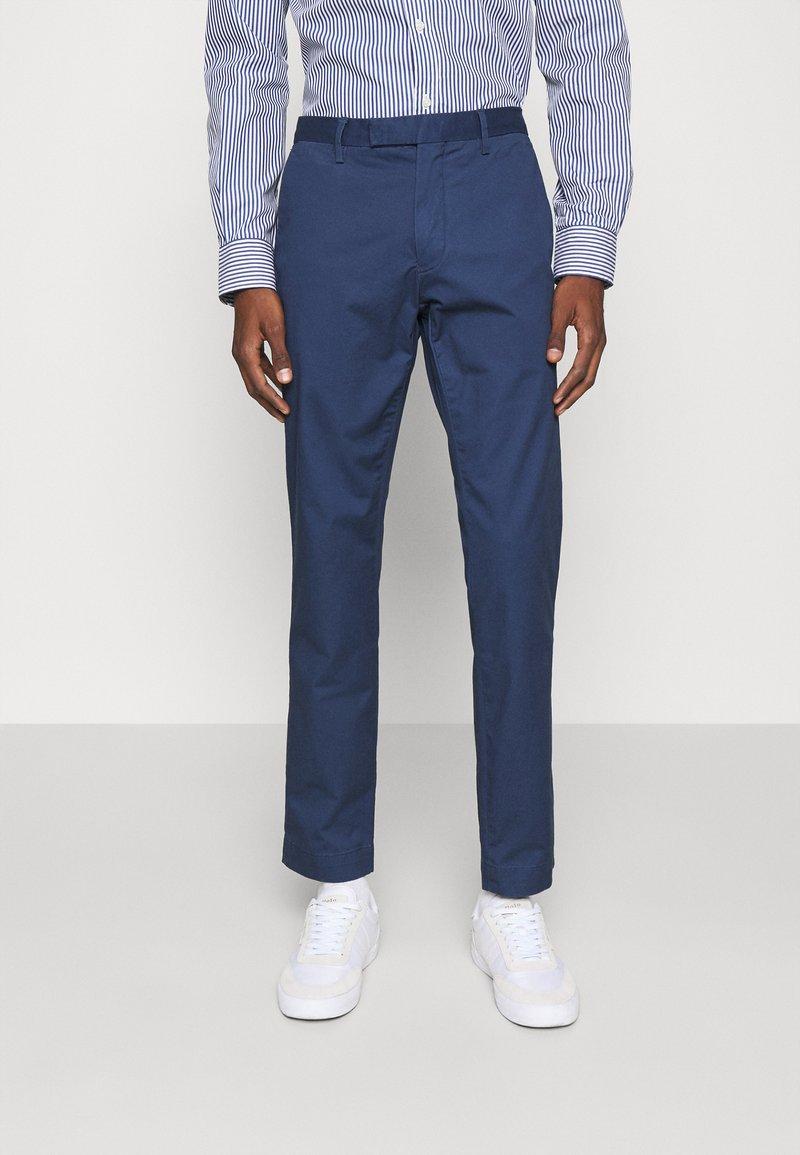 Polo Ralph Lauren - STRETCH SLIM FIT COTTON CHINO - Pantalon classique - rustic navy