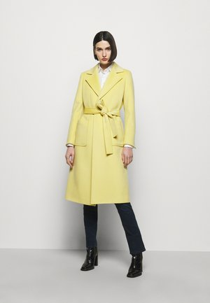 RUNAWAY - Klasický kabát - pale yellow
