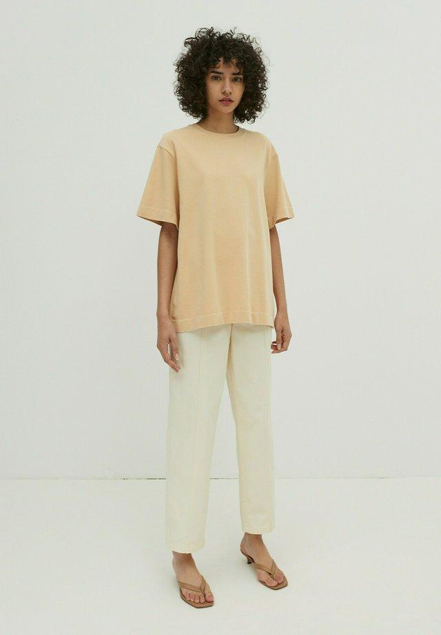 Basic T-shirt - mokka