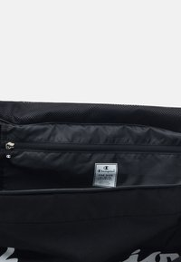 Champion - LEGACY MEDIUM DUFFLE - Treningsbag - black - 3