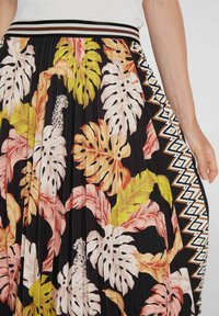 Oui - A-line skirt - black camel - 3