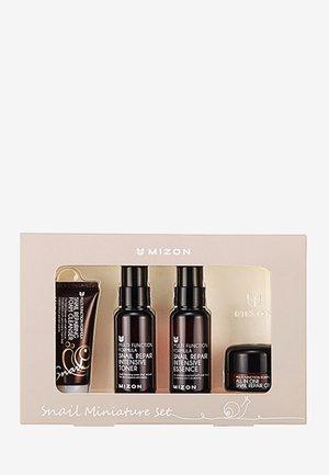 MIZON SNAIL MINI PACK - Skincare set - -