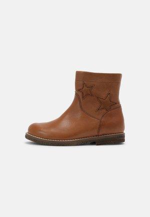 CLOE - Classic ankle boots - cognac