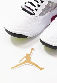 Jordan - MAX 200 BG UNISEX - Basketball shoes - white/active fuchsia/cyber/black - 6