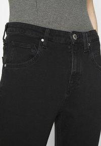 Marc O'Polo DENIM - FREJA BOYFRIEND - Slim fit jeans - black - 3