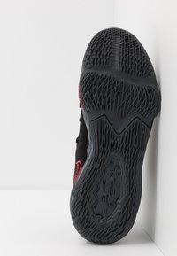 Nike Performance - LEBRON XVII LOW - Koripallokengät - black/university red/dark grey - 4
