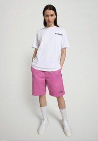 Napapijri - S-KEE - T-shirt z nadrukiem - bright white - 1