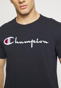 Champion Reverse Weave - T-shirt imprimé - dark blue - 5