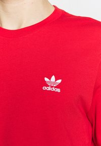 adidas Originals - ESSENTIAL TEE UNISEX - Basic T-shirt - lusred - 5