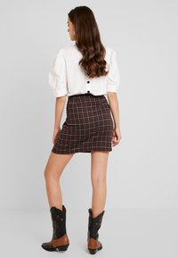 Vero Moda - VMBRITTA SHORT SKIRT - A-line skirt - black/mahogany - 2