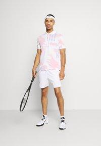 Nike Performance - CHALLENGE COURT SLIM - Polo shirt - white/solar red/ultramarine/laser orange - 1