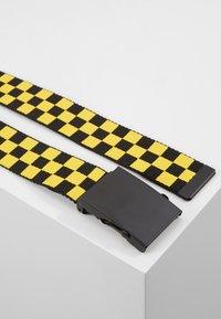 Urban Classics - ADJUSTABLE CHECKER BELT - Pásek - black/yellow - 3