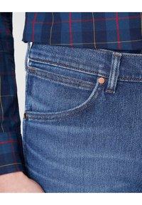 Wrangler - GREENSBORO - Straight leg jeans - blue - 5