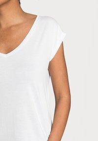 Pieces - PCKAMALA TEE NOOS BC - T-shirt basique - bright white - 4