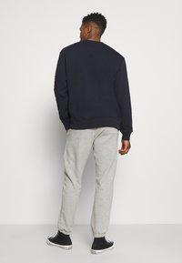 Dickies - BIENVILLE - Teplákové kalhoty - grey melange - 2
