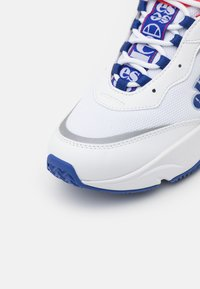 Ellesse - MASSELLO - Zapatillas - white/blue/red - 5