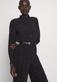 Calvin Klein Jeans - CKJ GYM CLASS REV MONO - Belt - black - 1