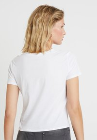 Hollister Co. - BABY TEE - T-shirt imprimé - white - 2