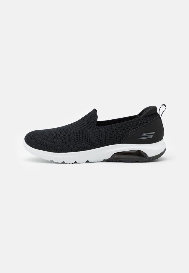 GO WALK AIR - Chaussures de course - black/white