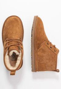 UGG - NEUMEL - Boots à talons - chestnut - 3
